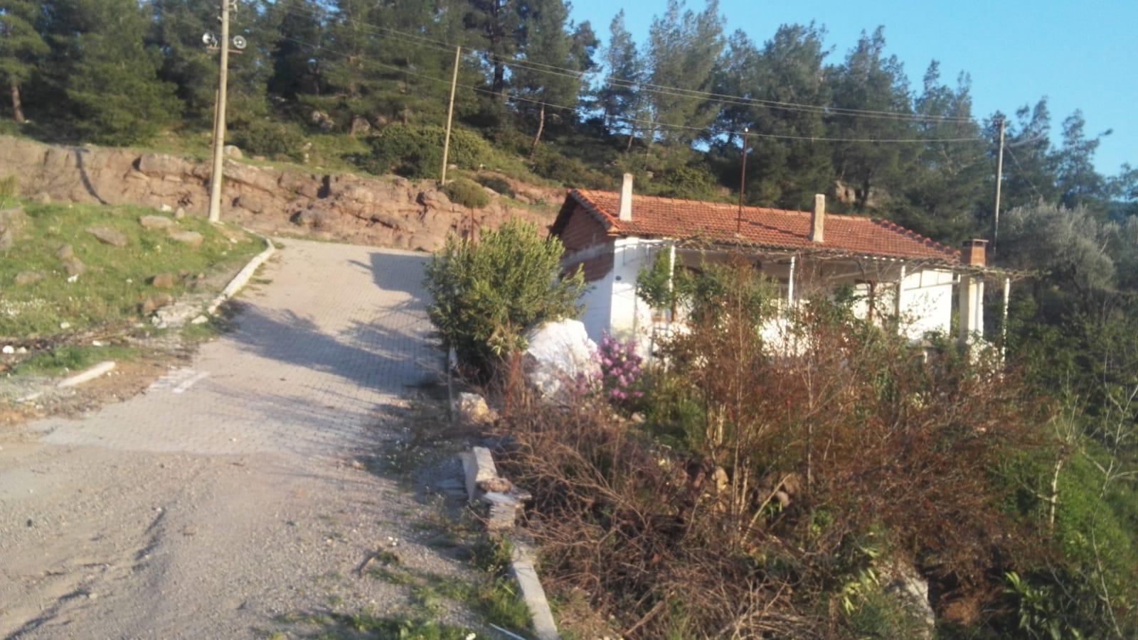 Seferihisar Yeni Orhanlıda Satılık İmarlı Köy Evi
